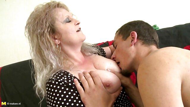 Femme blonde chaude prend la BBC dans le cul saituri cu filme porno gratis